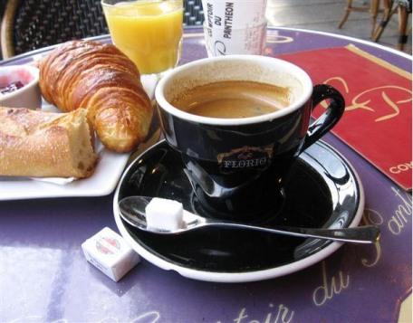 Petit déjeuner parisien café croissant paris breakfast