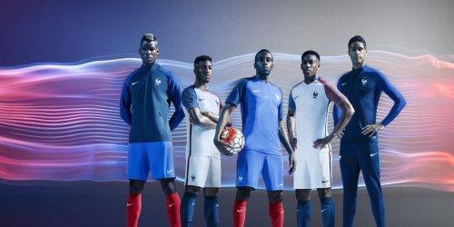 les-bleus-porteront-leurs-nouveaux-maillots-contre-les-pays_3686182_1000x500