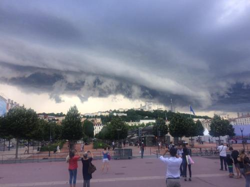 Lyon apocalypse tempête Bellecour